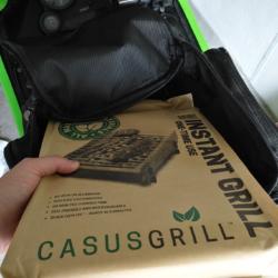 Der CasusGrill passt auch in Tankrucksäcke