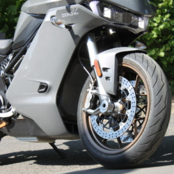 Zero SR/S Premium im Test Fahrwerk & Bremsen